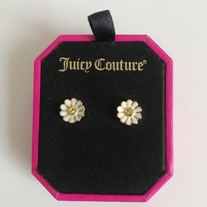 Juicy Couture Daisy Stud Earrings 🌼